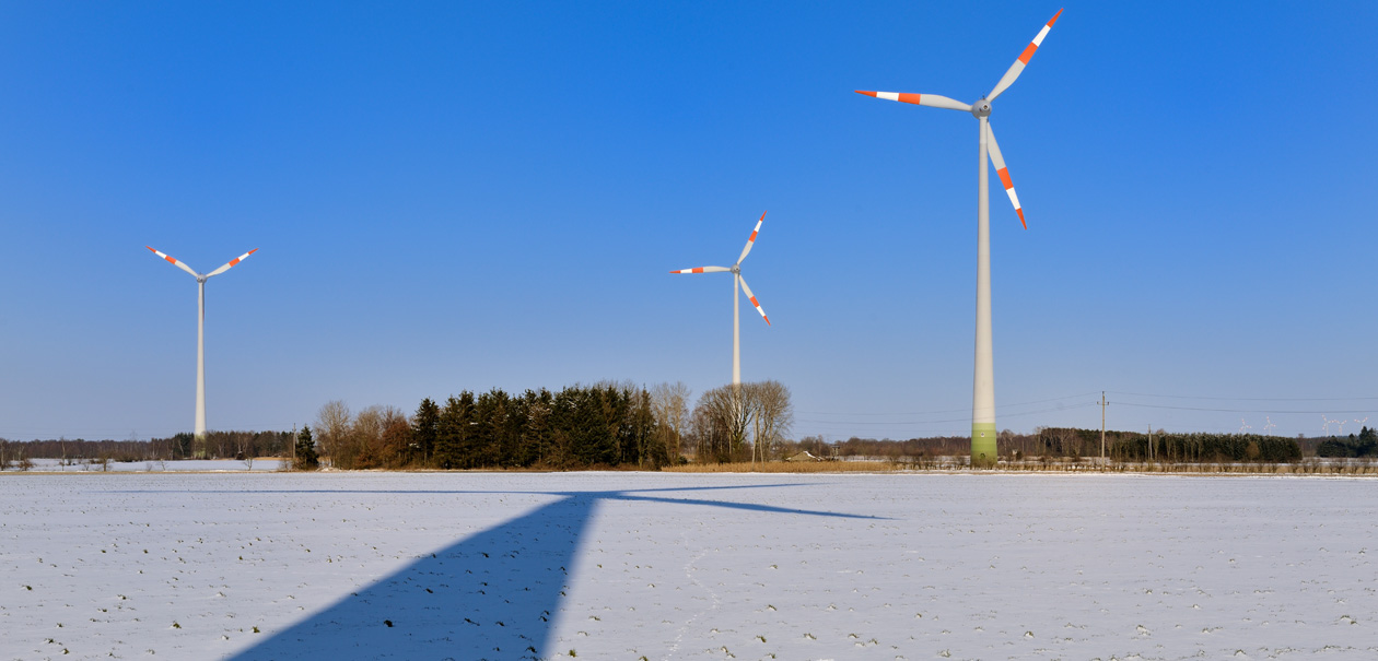 Windräder im Winter